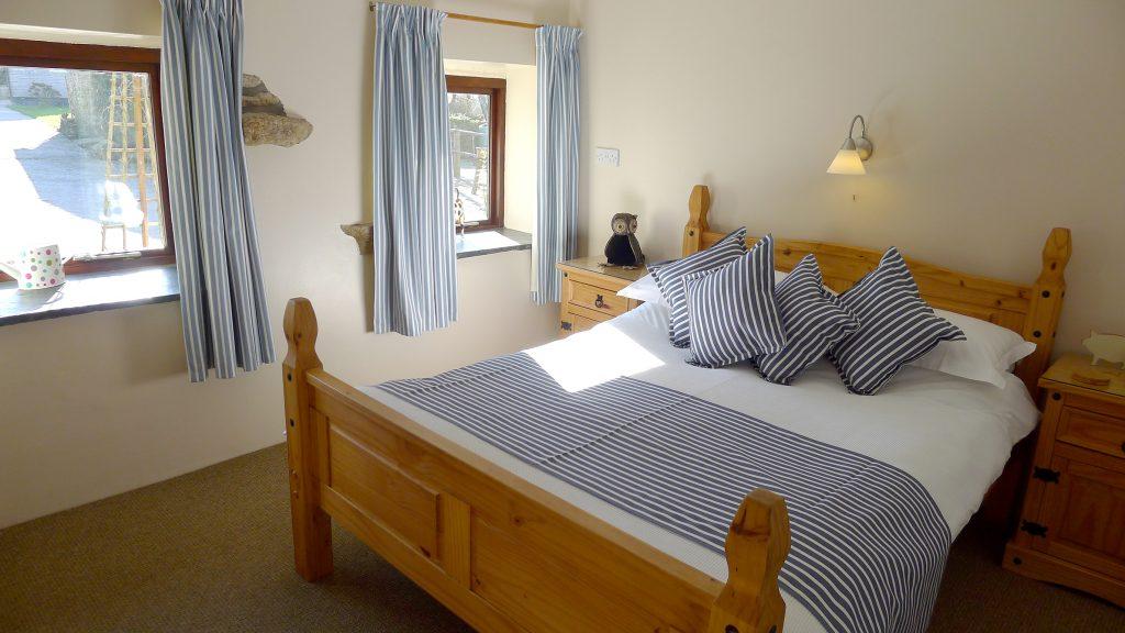 Owl-Cottage-double-bedroom