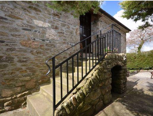 Owl-cottage-entrance